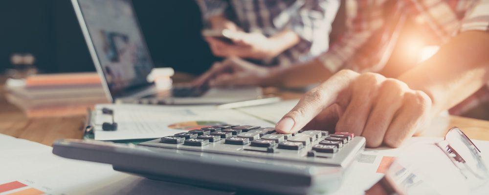 El aplazamiento del IVA: Ventajas, desventajas y cómo solicitarlo